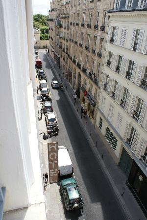Hotel du Palais Bourbon: Hotel is on a typical Paris street