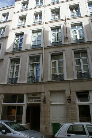 Hotel du Palais Bourbon: Front of hotel