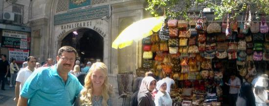 Cengo Travel: At Entrance of The Grand Bazaar ,Ceplion Family From Indiana,USA