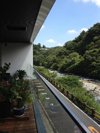Kozuchi no Yado Tsurukame Daikichi: Open balcony of inn's lounge. View to left seen from all rooms.