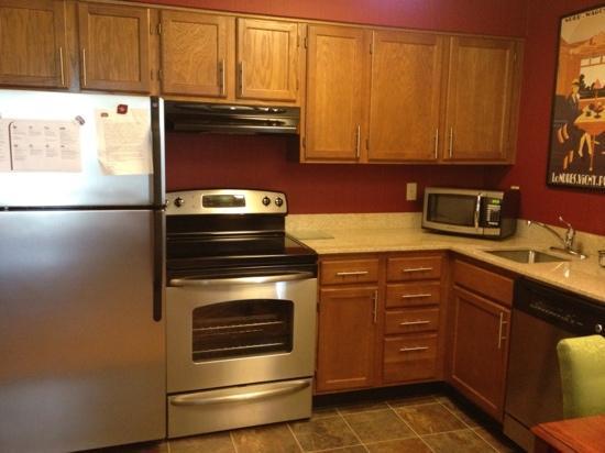 Residence Inn Richmond Northwest/Short Pump: kitchen in queen studio