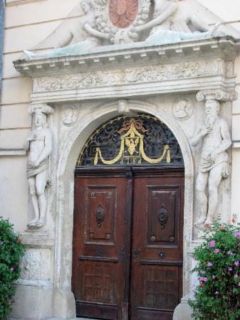 Goltz Palace: entrance