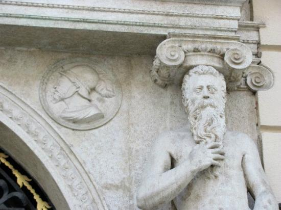 Goltz Palace: detail
