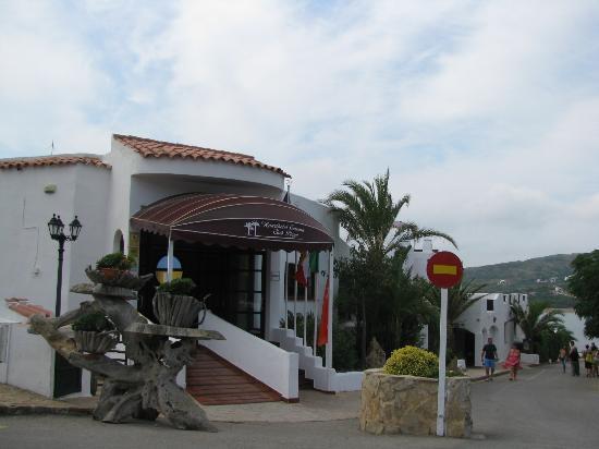 Carema Garden Village: Entrance to the reception