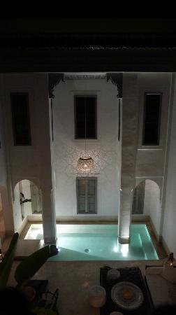 Riad Snan13: El patio interior por la noche