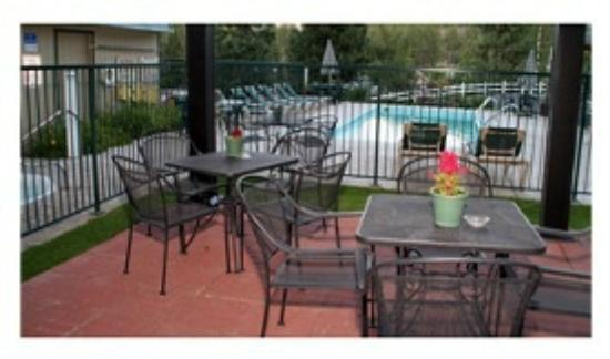 Timbers Motel: Gazebo and Pool Area
