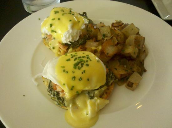Market Table Bistro: Smoked Salmon Eggs Benedict