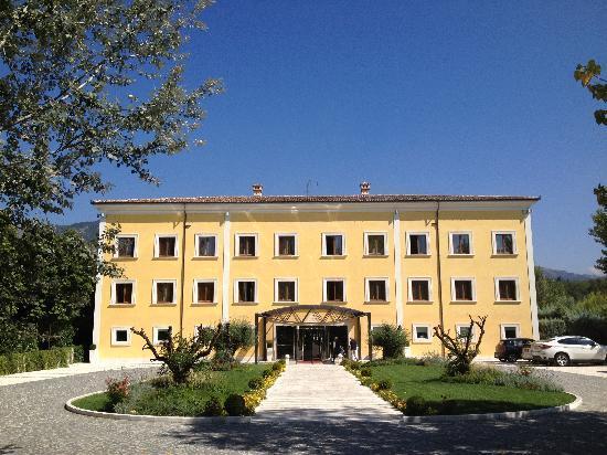 La Dimora Del Baco Hotel: L'ingresso dell'albergo.