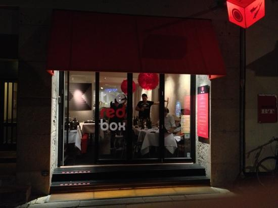 The Red Box : Front by night.