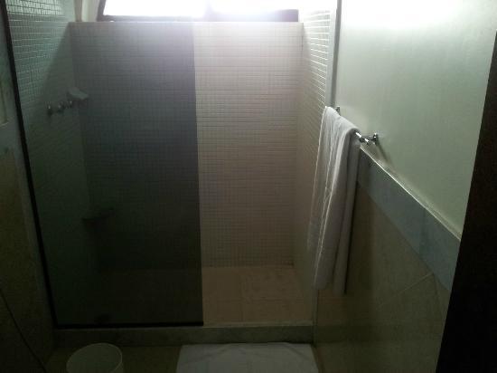 Phenicia Bittar Hotel: Banheiro