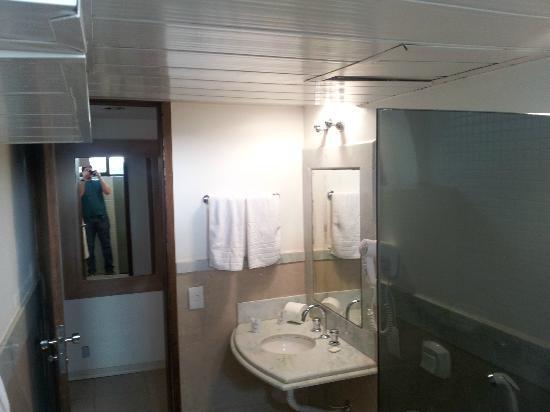 Phenicia Bittar Hotel: Teto do banheiro