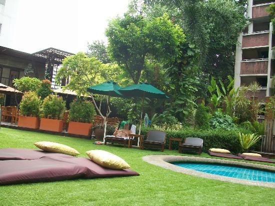 The Tawana Bangkok: Garden area