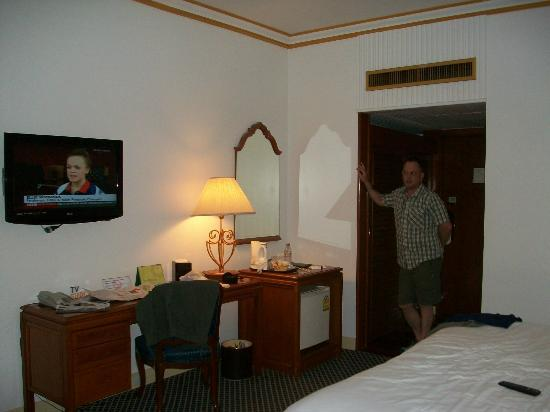 The Tawana Bangkok: Our room