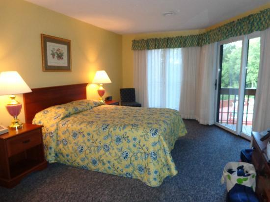 The Summit Resort: Master bedroom, unit 210