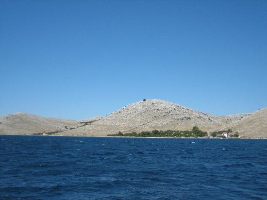 Kornati National Park: Op de kale bult, toch een muur tussen twee eigendommen