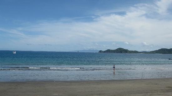 Playa Hermosa: The beach in front of Bosque del Mar Hotel