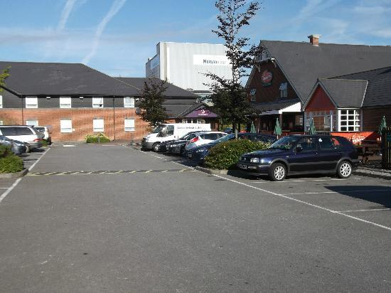 Premier Inn Swansea North Hotel : front of swansea north