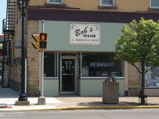 Bob's Sub and Sandwich Shop : Exterior view.