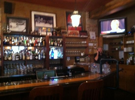The Pilot House : the bar with 12 beers on Tap