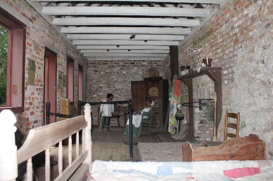 Inside Another Slave House Picture Of Boone Hall