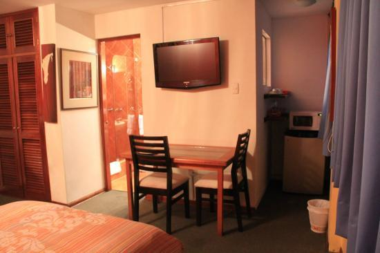 Peru Star Apartments Hotel: Comes with little table, fridge and some utensils