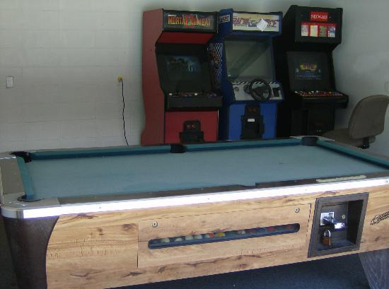 Ozark Valley Inn: Game room and video machines
