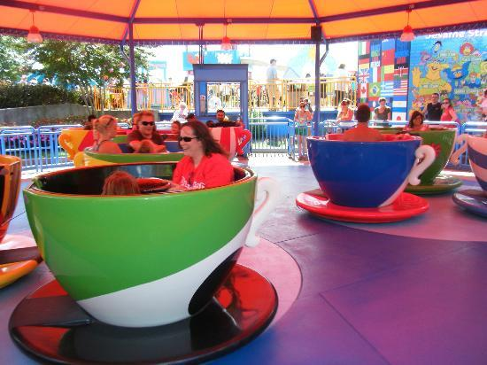 Sesame Place : Whril Cup ride