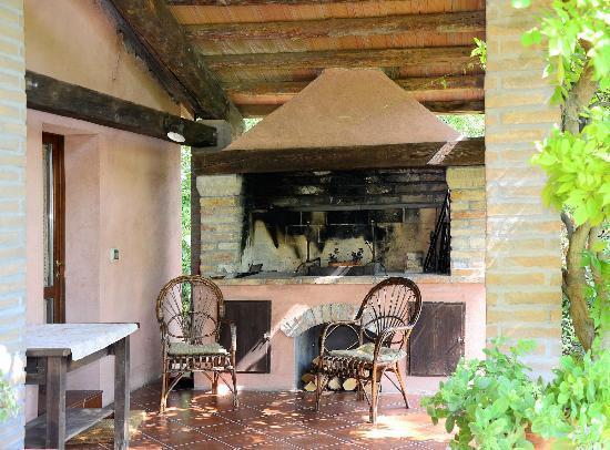 Il Palazzo: Patio con camino a legna
