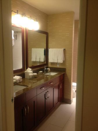 Homewood Suites Seattle Convention Center Pike Street: View of double sinks