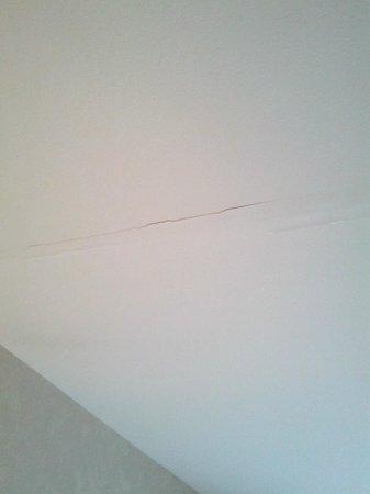 Comfort Inn :                                                       Cracked Drywall/Paint on Ceiling