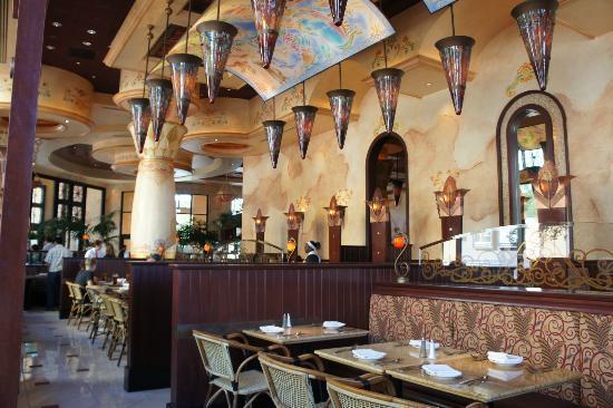 The Cheesecake Factory : Interior of Restaurant