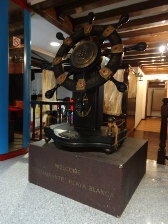Playa Blanca Restaurant: Ship's wheel feature
