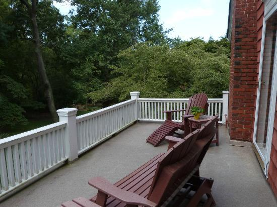 Applewood Manor Inn Bed & Breakfast: Private deck of York Imperial room