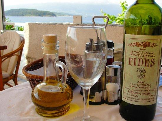 Feral Restoran: Restaurant Feral, Lombarda, house wine is great!