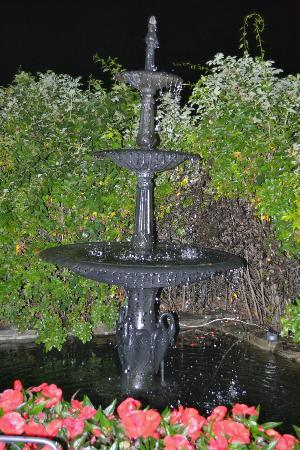 Gazebo Inn Ogunquit: Fountain