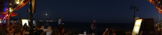 Playa Blanca Restaurant: Looking out