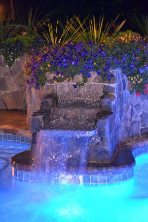 Gazebo Inn Ogunquit: Waterfall in hot tub