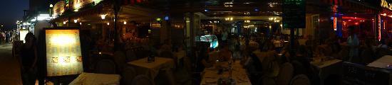 Playa Blanca Restaurant: Looking in