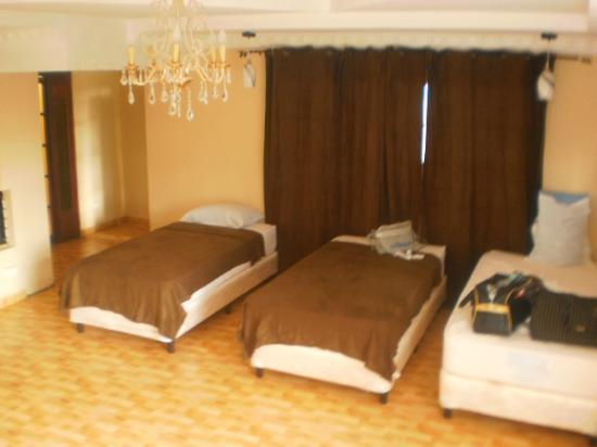 B&B Los Angeles Guesthouse: Amplia habitación