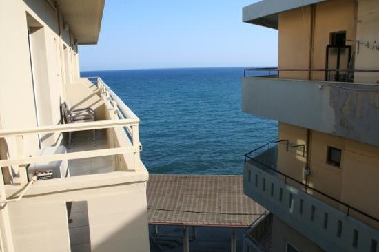 كرونوس هوتل: vue depuis le balcon de notre chambre 
