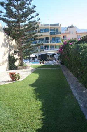 Petra Beach Hotel and Apartments : exterieur