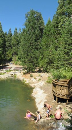 Paradise Springs: Swimming area and lakeside reception spot