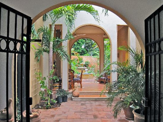‪Merida English Library House & Garden Tours‬