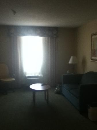Holiday Inn Express Downtown Richmond : living area of 2 room suite