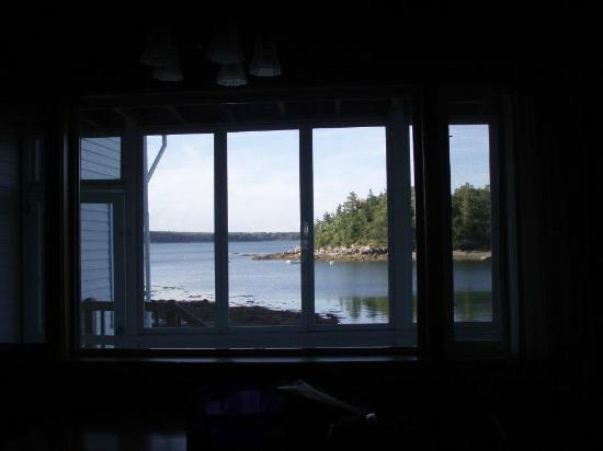 Edgewater Motel & Cottages: View from Kitchen window