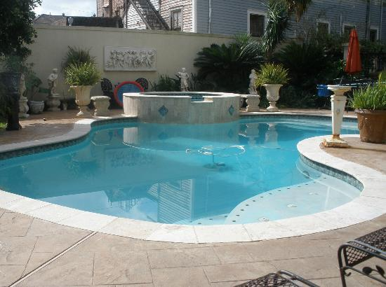 HH Whitney House on the Historic Esplanade: Lovely pool and spa - private, sunny, relaxing!