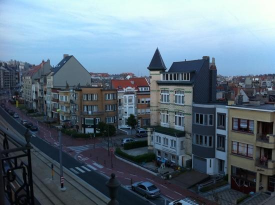 Hotel Avenue : View from our room at dusk