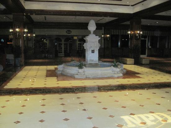 شيراتون ميوزيك سيتي: Large lobby area