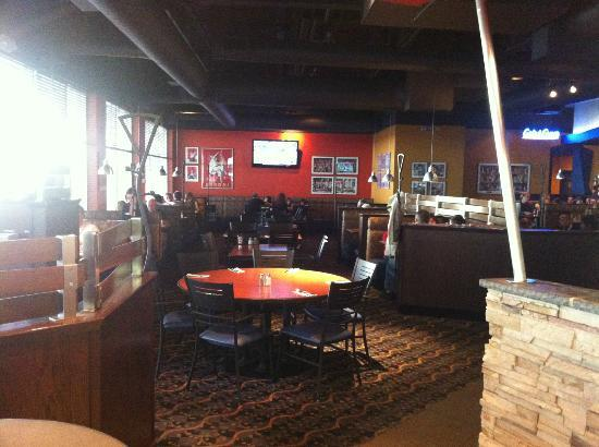 Boston Pizza: Main dining room