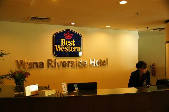 Wana Riverside Hotel: reception